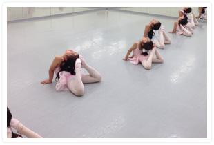 市川せつ子バレエ団有松スタジオのレッスン風景