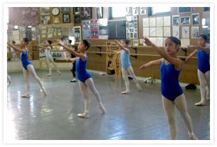 市川せつ子バレエ団本部のレッスン風景